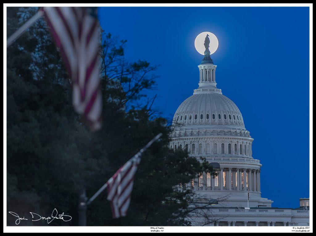 Capitol-moon-210503